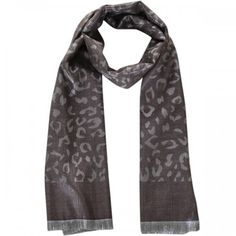 Voor de wintermaanden zijn we weer op zoek gegaan naar lekker warme wintersjaals! Sjaal 'Gloss' is dan ook speciaal aan onze collectie toegevoegd. Deze sjaal met luipaard print en glans heeft een uniek uiterlijk en staat bij iedere outfit. De sjaal is zowel binnen als buiten te dragen. Verkrijgbaar in bruin, fuchsia roze en turquoise. www.u-beads.nl