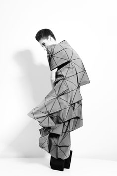 Soft Structures - Geometric Fashion // Lisa Shahno, The Iteration II. Pinned for crystal/geometric shape, inspiring for my design development. Geometric Fashion, Geometric Dress, Geometric Decor, Geometric Shapes, Origami Fashion, 3d Fashion, Fashion Details, Fashion Design, Textiles