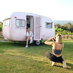 behind the scenes with Betty the sunliner shoot Caravan Bar, Converted Bus, Classic Trailers, Pink Vans, Vintage Caravans, Wedding Props, Camper Trailers, Photo Postcards, Campervan