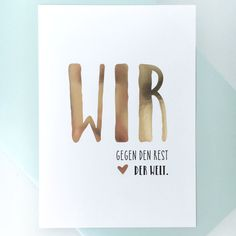 """Glitzer Postkarte """"Wir gegen den Rest der Welt."""" 