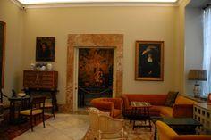Casa Museo Sorolla . Situado en Madrid. Fue creado a petición de la viuda del pintor Sorolla, Clotilde García del Castillo, quien en el año 1925, dictó testamento donando todos sus bienes al Estado para la fundación de un museo en memoria de su marido. El día 28 de marzo de 1931 se acepta el legado de la viuda del pintor. El Museo, inaugurado en 1932, se ubica en el edificio en el que el pintor tenía su casa y su taller, y que fue obra del arquitecto Enrique María Repullés.
