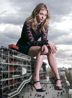 Giantess Booru (Image building chloe_moretz clouds collage giantess hands high_heels legs looking_at_viewer people sitting sky) - Giantess Artwork, Giantess Collages, Giantess Vore, Giantess Everything! Chloe Grace Moretz, Alice In Wonderland Series, Tiny Woman, Perspective Photography, Foto Art, Creative Photography, Conceptual Photography, Hot Actresses, Celebrity Photos
