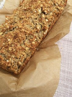 Kerniges Haferflocken-Brot Baking your own bread is absolutely trendy and with this histamine-poor oatmeal bread you can finally enjoy yeast-free breakfast. Gluten Free Recipes, Bread Recipes, Diet Recipes, Pizza Recipes, Chicken Recipes, Paleo Bread, Bread Baking, Paleo Diet, Bread Diet