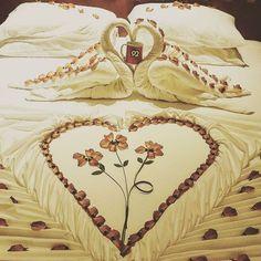 Club Rannalhi Romantic Proposal, Romantic Dates, Towel Origami, Heart Decorations, Craft Organization, Proposals, Maldives, Heart Shapes, Household