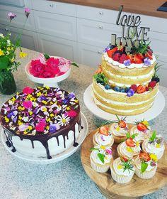 Werde zum Naked Cake und essbare Blüten Torten Profi! In meinen Online Kursen zeige ich dir alle Schritte um trendige Naked Cakes zu backen und wie du mit frischen, essbaren Blüten deine Torten und Desserts ganz natürlich gestaltest. Silvia Fischer. echte kuchenliebe. | http://www.silviafischer.com/online-training/