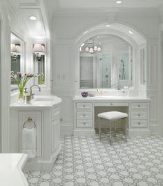 Master bath by Jay Gleysteen Architects.
