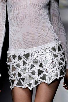 Versace Spring 2010 Ready-to-Wear Fashion Show Fashion Details, Look Fashion, Runway Fashion, High Fashion, Fashion Show, Womens Fashion, Fashion Design, Versace Fashion, Fashion Today
