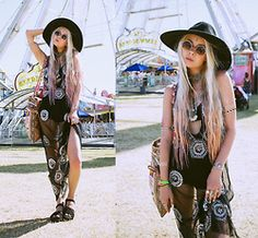 Sarah Loven - Raga La Dress, Raga La Embroidered Bag, Free People Hat, Floggs Shoes, Live Iratik Necklace, Wnds Of Change Sunnies - Coachella