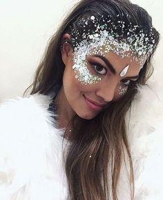 Festival | Glitter Crown Idea - Glitter Highlight to Crown, perfect for Ice Queen + Mermaid Ideas #GlitterHair #GlitterPhotography