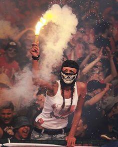 Football Casuals, Football Girls, Chelsea Football, Football Fans, Sport Football, Ultras Football, Football Tattoo, Red Star Belgrade, Refugees
