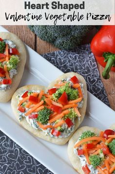 This Heart Shaped Valentine Vegetable Pizza would be perfect for lunch or dinner for Valentine's Day dinner. This Heart Shaped Valentine Vegetable Pizza would be perfect for lunch or dinner for Valentine's Day dinner. Valentines Day Food, Valentine Desserts, Valentine Pizza, Valentine Heart, Valentines Dinner Recipes, Pizza Legume, Veggie Pizza, Pizza Shapes, Healthy Lunches For Kids