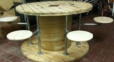 Pallets Outdoor Furniture 48 Clever DIY Recycled Spool Furniture Ideas for Outdoor Living - 48 Clever DIY Recycled Spool Furniture Ideas for Outdoor Living Wood Spool Tables, Cable Spool Tables, Cable Spool Ideas, Pallet Patio Furniture, Diy Furniture, Garden Furniture, Furniture Websites, Furniture Plans, Inexpensive Furniture