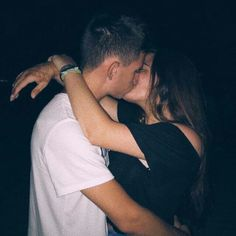 How cute ❣️? How cute ❣️? Photo Couple, Love Couple, Couple Photos, Relationship Goals Pictures, Cute Relationships, Tumblr Couple Pictures, Parejas Goals Tumblr, Couple Goals Cuddling, Tumblr Couples