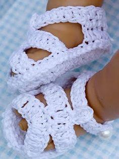 Sandalias para el verano: modainfanti.blogspot.com.es/2011/04/zapatos-patucos-de-bebe-crochet.html