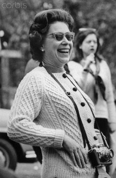 1973-5-21 Queen Elizabeth In Sunglasses Laughing