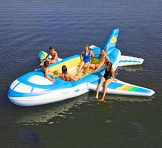 You may remember the giant life-size speed boat lake float that we featured a while back for people that couldn't afford the real thing. Well, now there's a giant airplane lake float as well, which I . Inflatable Floating Island, Giant Pool Floats, Large Lake Floats, Lake Toys, E Biker, Beach Hacks, Giant Inflatable, Inflatable Cooler, Cool Pools
