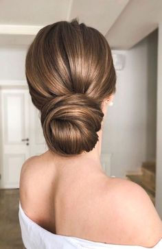 😍💓 These 100 Prettiest Wedding Hairstyles perfect for both wedding Ceremony and Reception 💓💓 Braid , bridal hairstyle,wedding updo hairstyles ,wedding hairstyles weddinghair hairstyles updo hairupstyle hair 810085051708031381 Bridal Hair Updo Elegant, Bridal Hair Buns, Bridal Veils, Bridal Hair Updo Loose, Bridal Chignon, Simple Wedding Updo, Romantic Bridal Hair, Chignon Updo, Bohemian Wedding Hair