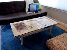 DIY examples to recycle old doors in projects to make your own furniture from reclaimed wood. Give an old door new life as tabletop or picture frame. Doors for making repurposed furniture, tabletops, picture frames, planters. Homemade Furniture, Diy Furniture, Rustic Table, A Table, Door Coffee Tables, Door Tables, Coffe Table, Recycled Door, Reclaimed Doors