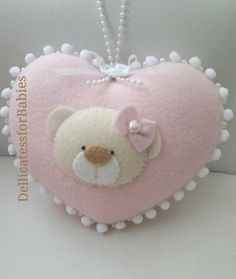 Добрая лавка Маруру | Игрушки, выкройки из фетра Baby Crafts, Diy And Crafts, Felt Decorations, Wool Applique, Felt Fabric, Felt Hearts, Felt Toys, Felt Ornaments, Felt Christmas