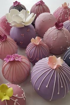 Mini dessert wedding ideas, or truly for any entertaining need, is quickly becoming our favorite topic at Strictly Weddings. Tea Party Desserts, Wedding Desserts, Mini Desserts, Wedding Cake Balls, Wedding Cupcakes, Fancy Cakes, Mini Cakes, Pretty Cakes, Beautiful Cakes
