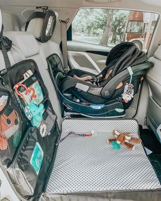 baby gadgets beanko baby diaper changing system for your car Beanko Baby The Babys, Baby Necessities, Baby Essentials, Travel Essentials, Baby Life Hacks, Mom Hacks, Future Mom, Everything Baby, Baby Needs