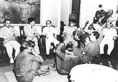 Presiden Sukarno sedang mengadakan konferensi pers, 1945. Foto: gahetna.nl.
