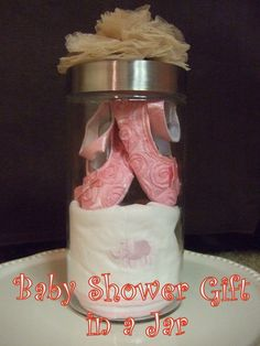 Baby Shower Gift in a Jar ~ Baby Shower cute idea.Gift in a Jar ~ carefully place a baby bib, burp cloth, onesie, and a pair a baby shoes in a nice jar Regalo Baby Shower, Baby Shower Crafts, Baby Crafts, Diy Baby Gifts, Craft Gifts, Cute Gifts, Shower Party, Baby Shower Parties, Shower Gifts