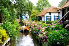 Giethoorn is a village in the Netherlands, the primary mode of transportation people of this village is canals. This village was founded around 1230 and have 176 bridges there. Giethoorn is a… Places Around The World, The Places Youll Go, Places To See, Around The Worlds, Vila Medieval, Places To Travel, Travel Destinations, Travel Europe, Croatia Travel