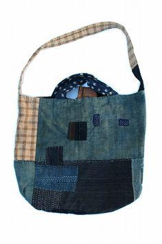 Japanese boro indigo patchwork shoulder bag/big size/natural indigo ranru/cotton/patched hand stitch/noragi/kimono/remake/reversible/282