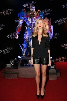 """Celebrity Trendsetter: Nicola Peltz Photo by Lintao Zhang/Getty Images for Paramount Choosing a more casual look for the """"Transformers: Age of Extinction"""" Beijing premiere, Nicola Peltz wore Saint Laurent's black blazer and leather shorts. Celebrity Red Carpet, Celebrity Style, Star Fashion, World Of Fashion, Fashion 2014, Blazer E Short, Short Suit, Short Shorts, Nicola Peltz"""