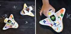 manualidades_del_espacio_para_ninos_nave_espacial Cute Crafts, Diy And Crafts, Arts And Crafts, Diy For Kids, Crafts For Kids, Galaxy Projects, Space Classroom, Space Party, Sistema Solar