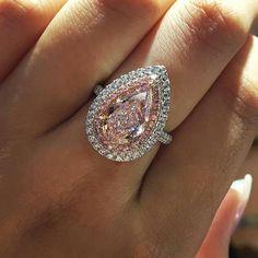 My oh my loving this pear shaped #pinkDiamond #ring.