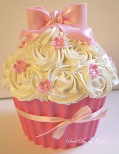Minnie Mouse Giant Cupcake Let S Party Pinterest