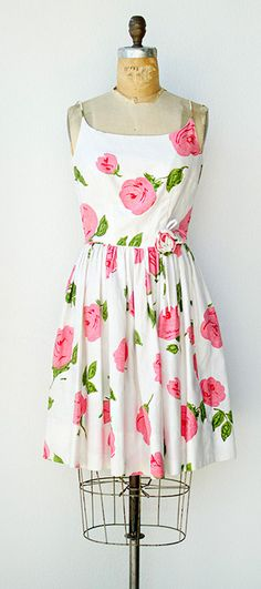 vintage 1950s dress | Strewn Roses Dress This is so me