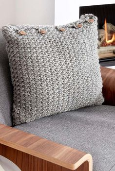 Crochet pillow case: See tutorials and templates - New decoration styles : Crochet pillowcase: See tutorials and templates # Croche Crochet Pillow Cases, Crochet Cushion Cover, Knit Pillow, Crochet Cushions, Crochet Quilt, Knit Crochet, White Decorative Pillows, Decorative Pillow Cases, Modern Crochet Blanket