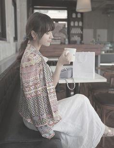 Blazer# Coffee drinker... http://www.dresslily.com/geometric-printing-long-sleeve-blazer-product453661.html