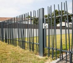 Extraordinary Modern fence ideas backyard,Wooden fence images and Fence gate ideas. Garden Fence Panels, Front Yard Fence, Farm Fence, Fence Gate, Fenced In Yard, Garden Fencing, Front Gates, Lattice Fence, Fence Landscaping