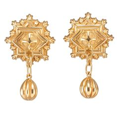These rare Tiffany & Co. vintage earrings, in pristine shape, are made of handsome 18k yellow gold. Late 20th century.