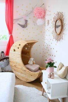 chaise berçante en bois pour le bébé