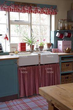 18 best pretty red and blue kitchens images vintage kitchen retro rh pinterest com
