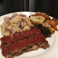Dinner tonight was a favorite we haven't had in a while. @skinnykitchenrecipes meatloaf (4sp) with @skinnytaste garlic mashed potatoes (5sp) and roasted veggies #dinner #ww #weightwatchers #smartpoints #beyondthescale #wwpointsplus #pointsplus #wwmeals #wwfooddiary #weightwatchersworks #wwsisterhood #wwinspiration #weightwatchersinspiration #weightwatchersfamily #weightwatcherssisterhood #wwfoodjournal #wwbride #weightlossinspiration #healthylifestyle #food