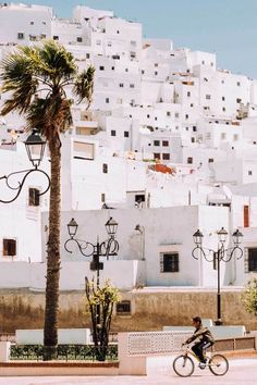 10 Amazing Places That Would Create the Perfect Morocco Itinerary. Morocco is one of the most beautiful places on earth and a place that has recently been growing in popularity. Marrakesh, Casablanca, Tanger Morocco, Fez Morocco, Great Places, Beautiful Places, Amazing Places, Morocco Itinerary, Morocco Travel