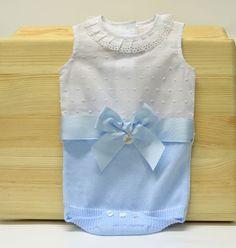 Pelele de Foque  · Nueva colección primavera-verano  · Marca Foque  · Punto de entretiempo combinado con plumeti blanco  · Precioso   · Es de niño