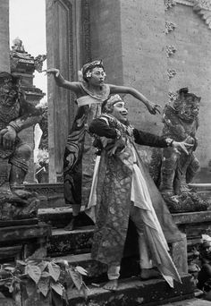 Henri Cartier-Bresson, The Baris dance, Bali, Indonesia, 1949 Magnum Photos, Candid Photography, Street Photography, Henri Cartier Bresson Photos, Dream Pictures, French Photographers, 35mm Film, Photojournalism, Old Photos