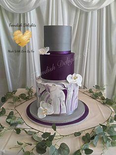 Purple & Grey Wedding cake for my daughters wedding. double barrel vanilla sponge with vanilla smbc & strawberry conserve. red velvet cake with white choc cheesecake smbc. caramel sponge with salted caramel smbc & caramel sauce. Wedding Cake Red, Purple Wedding, Velvet Cake, Red Velvet, 60th Birthday Cake For Mom, Hat Box Cake, Rustic Wedding, Wedding Ideas, Mom Cake