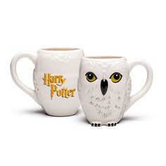 Because it's probably too late to get an owl for your birthday, grab the next best thing with this Harry Potter Hedwig Owl Mug. Harry Potter Memorabilia, Harry Potter Merchandise, Harry Potter Style, Harry Potter Fan Art, Hedwig Owl, Owl Mug, Fantastic Beasts, Hogwarts, Mugs