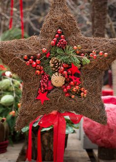 http://www.florieren-online.de/Advent-und-Weihnachtsshow-am-Blumengrossmarkt-Wien,QUlEPTQ1NjM4MjMmTUlEPTExNDk.html