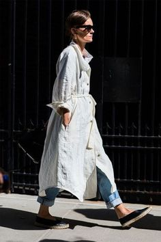 Check out the best street style looks from the start of New York Fashion Week. Photos taken by Sandra Semburg. New York Street Style, Street Style Chic, Street Style Trends, Street Style Summer, Cool Street Fashion, Street Style Looks, Looks Style, Looks Cool, Cardigan Blazer