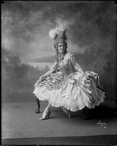 Prima ballerina Anna Pavlova vintage glass plate camera negatives by Herman Mishkin. Archive of vintage glass plate camera negatives of legendary Russian Prima Ballerina Anna Pavlova photographed by Herman Mishkin. Dark Fantasy Art, Fantasy Images, Anna Pavlova, Royal Ballet, Alvin Ailey, Vintage Girls, Vintage Love, Old Photography, Abstract Photography