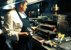 Chef Schilo Van Coevorden van Restaurant Tunes (@ConservtrmHotel) achter zijn blakende Josper Grill.